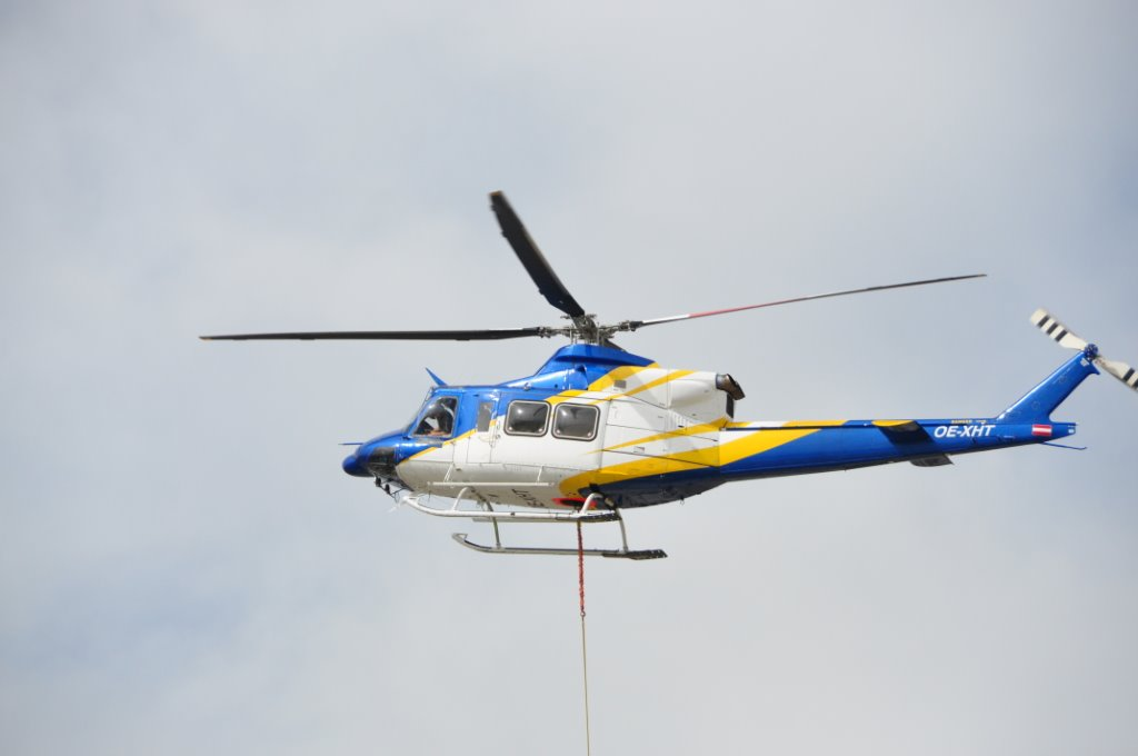 Holzfertigteil-Lieferung per Hubschrauber
