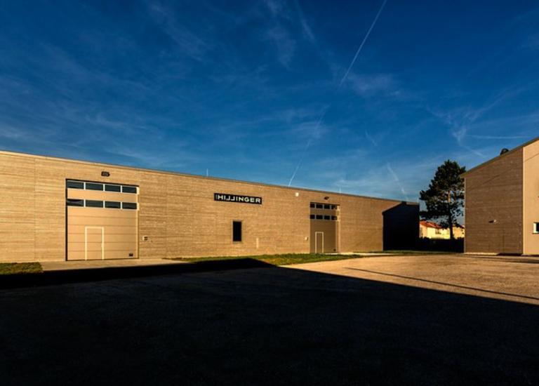 Hallen-Bau Franz Gollubits für Leo Hillinger/Fertige Halle