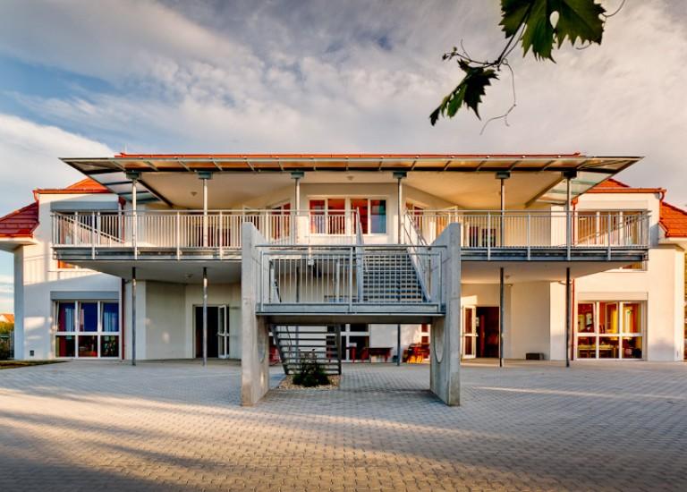 Kindergarten Trausdorf Dachstuhl Außenansicht