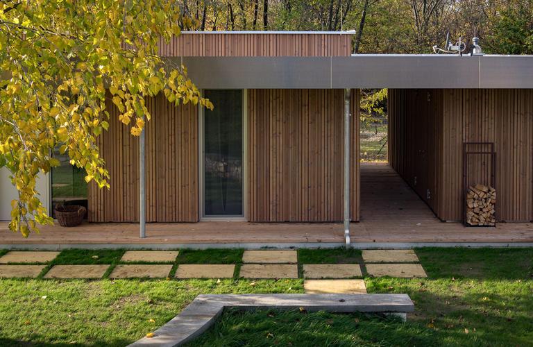 Seitenansicht Fertigteilhaus aus Holz