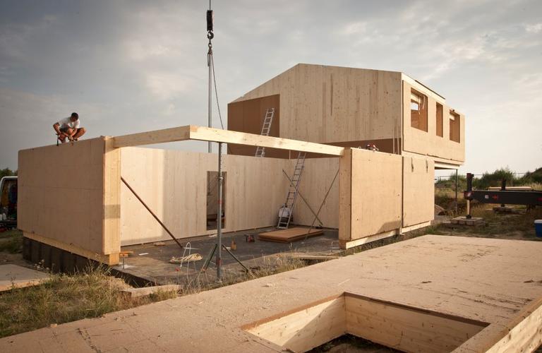 Bau des ökologischen Hauses in Pöttelsdorf