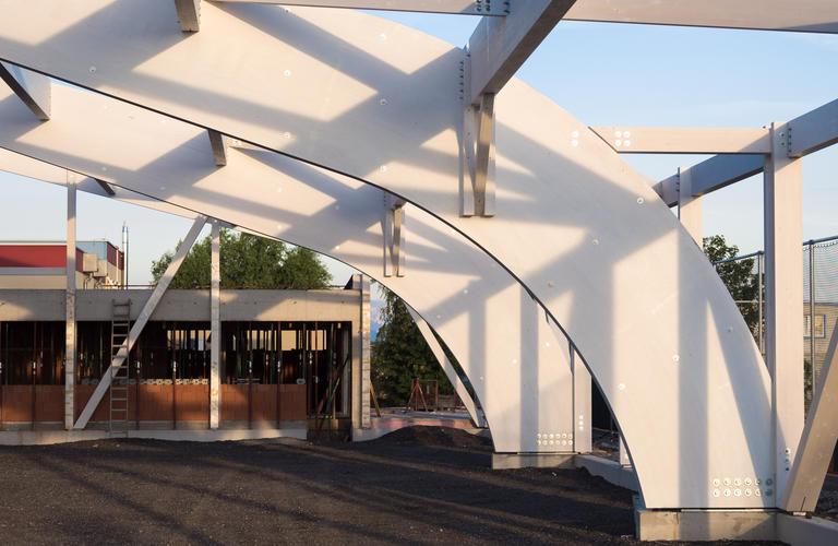 Tennishalle Eisenstadt Detailansicht gebogende Binder