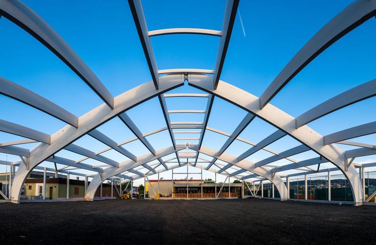 Tennishalle Eisenstadt Gesamtansicht Holzbau Konstruktion